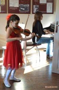 Hudobný bod patril Lane Zorjanovej (husle) a Milici Ćosićovej (klavír)