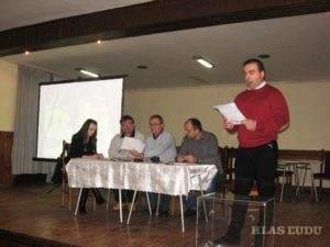Z volebného Zhromaždenia SKOS Detvan: Michal Spišiak (spravo)podal správu o štôrročnej činnosti