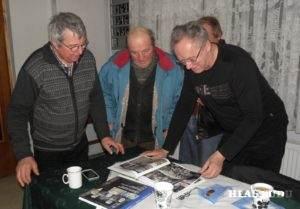Spoločne s autorom nad starými fotografiami v jeho knihách