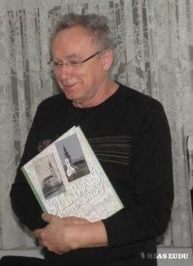 Ondrej Miháľ so svojou najnovšou knihou