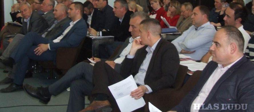 Debata o úhradách, samozdanení a voľbe riaditeľov