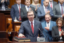 Aleksandar Vučić zložil prísahu