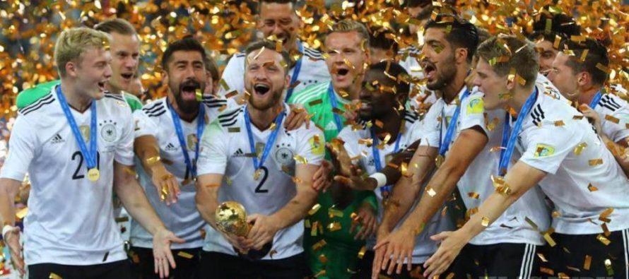 Futbal hrá 22 hráčov a vždy vyhrajú Nemci!