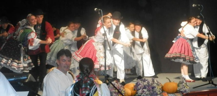 Hložianski folkloristi rozvírili prach