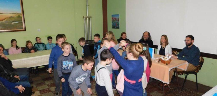 Zima s knihou v Aradáči