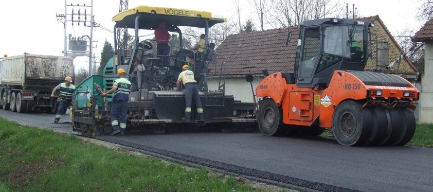 Práce na ceste v Kulpíne bežia