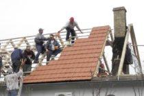 Po požiari nová strecha