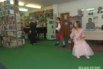Divadelné predstavenie v pazovskej knižnici