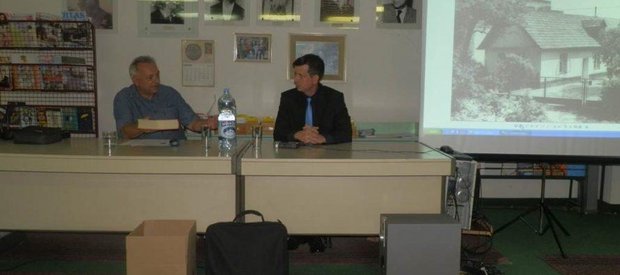 Dr. Tomáš Černák v pazovskej knižnici