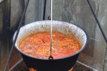 Súťaž vo varení kotlíkového rybacieho paprikáša vKulpíne
