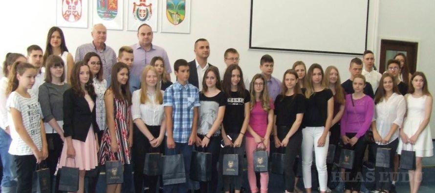 Predseda Simić prijal najlepších žiakov Petrovskej obce