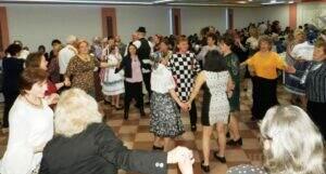 Tanečné pódium bolo obsadené roztancovanými tanečníkmi