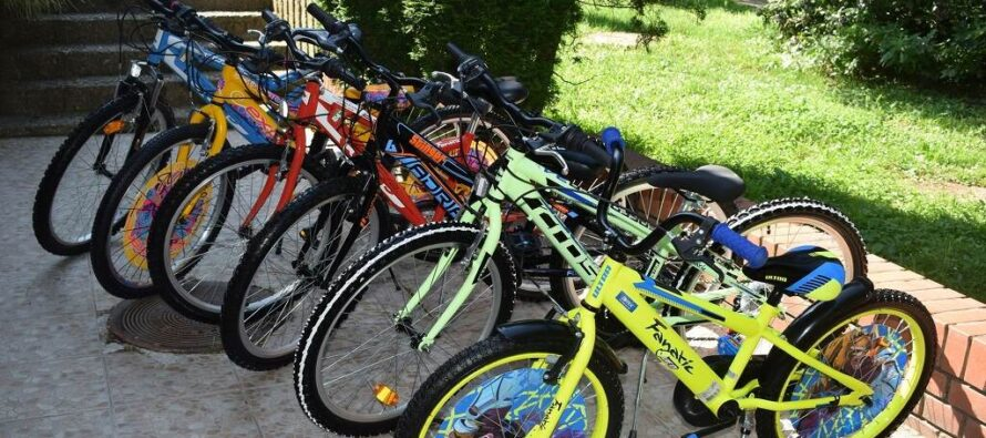 Darované bicykle Stredisku pre pestúnsku starostlivosť aadopciu Nový Sad