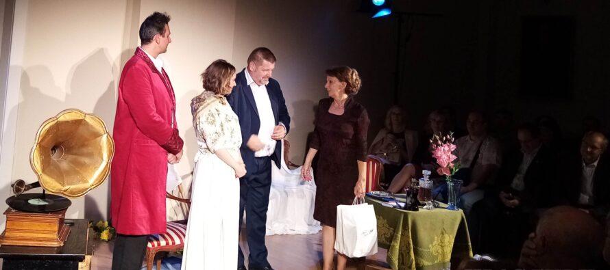 Do vienka osláv storočnice petrovského gymnázia: divadlo