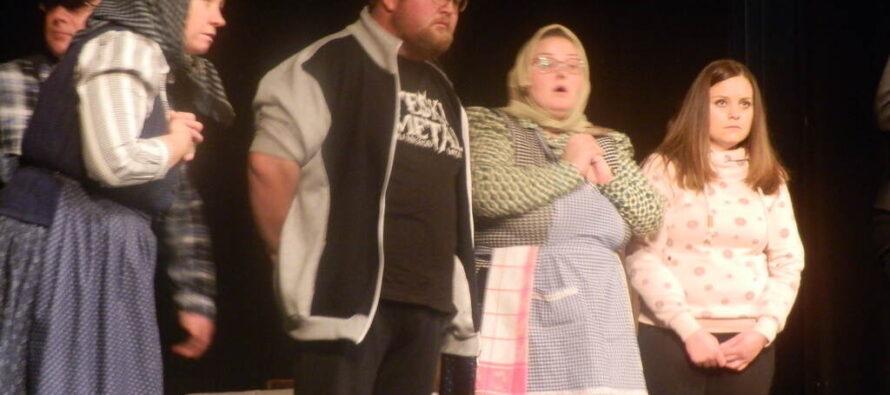 Nedeľa na Divadelnom vavríne v Starej Pazove: Vystúpili Laliťania a Aradáčania