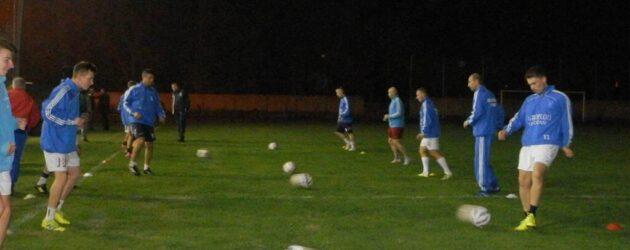 Prvý tréning pri umelom osvetlení na štadióne Budúcnosti v Hložanoch