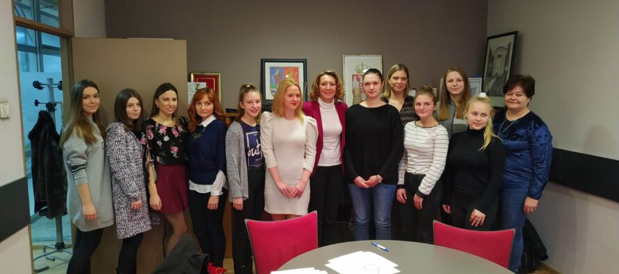 NRSNM finančne podporila stredoškolákov a študentov
