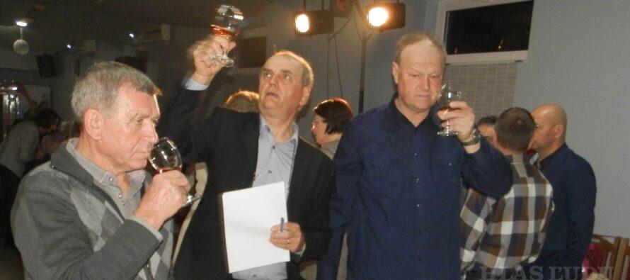V PADINE: Holdovali spevu, vínu a klobáse