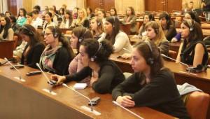 O európskych hodnotách a skúsenostiach: študenti, naši a zahraniční, vo veľkej sieni pokrajinského parlamentu