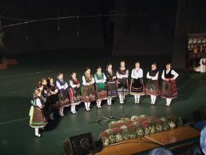 Dievčenská spevácka skupina z Pivnice
