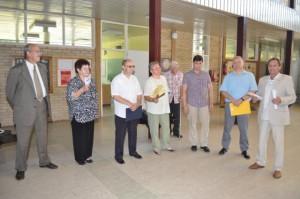 Domáci filatelisti a zahraniční hostia pri otvorení výstavy