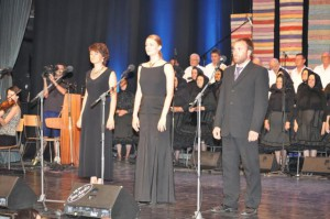Spev, ktorý vylúdil zimomriavky: (zľava) Jaroslava Vlčeková, Radka Mičová, Martin Mikuš a petrovský cirkevný spevokol