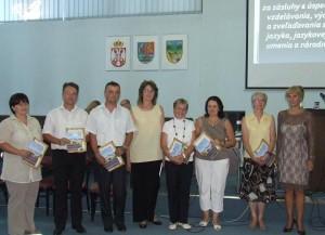 Niektorí z ocenených učiteľov s predsedníčkou Osvetovej komisie MSS Annou Medveďovou (prvá zľava)