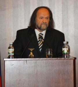 Riaditeľ SVC Vladimír Valentík počas prezentácie pamätnice