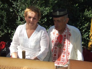 - Do vašej predajne som zhotovil aj takéto opasky, – hovorí majster Krnáč Jane Kucbeľovej, majiteľke Party
