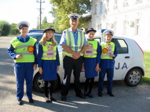 Malí dopravní policajti s vedúcim akcie Jonelom Sućom