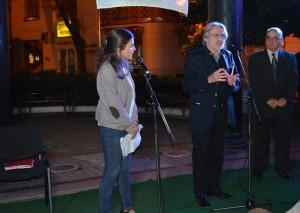 O tvorbe Mircea Cărtăresca sa zmienil umelecký riaditeľ festivalu Jovan Zivlak (v strede)