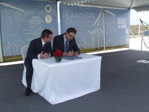 Aleksandar Vučić a Kiril Kravčenko podpísali odkaz budúcim generáciám