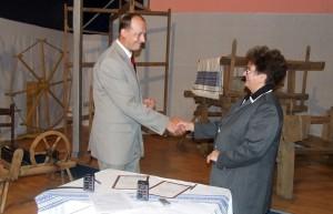 Memorandum o spolupráci Zlatých remesiel a Klubu UNESCO Slovakia podpísali Anna Opavská a Marcel Koleštík