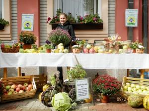 Na fóre sa každoročne zúčastňujú a zároveň svoje výrobky prezentujú žiaci Poľnohospodárskej školy z Báča