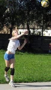 Podanie vo volejbale je dôležité aspoň rovnako ako v tenise a stolnom tenise