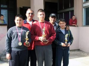 Najúspešnejší dorastenci: Bogdanović, Madacký, Vlaškalić  (vpredu zľava)