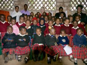 Spoločná fotka v Joyce junior academy po slovensko-kenskom popoludní