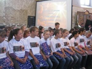Pazovská mládež pred vystúpením