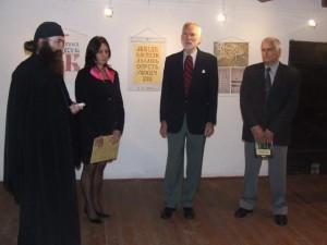 Z otvorenia Putovnej výstavy cyriliky v galérii kulpínskeho Muzeálneho komplexu: (zľava) Rade Despotović, Dragana Vujaklija, Ivan Stratimirović a Dragoljub Antić